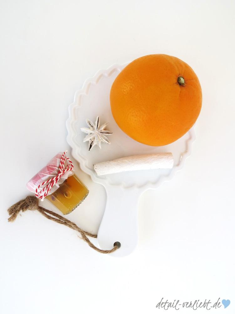 Orangenpunschgelee-mit-Orange-Zimtstange-und-Anisstern