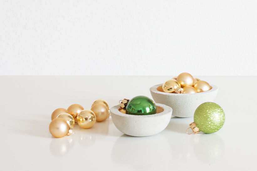 adventskalender-franzy-beton-schalen-weihnachtskugeln-xmas