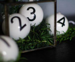 adventskranz-christbaumkugeln-adent-weihnachten-kerzen-schwarz-weiss-2