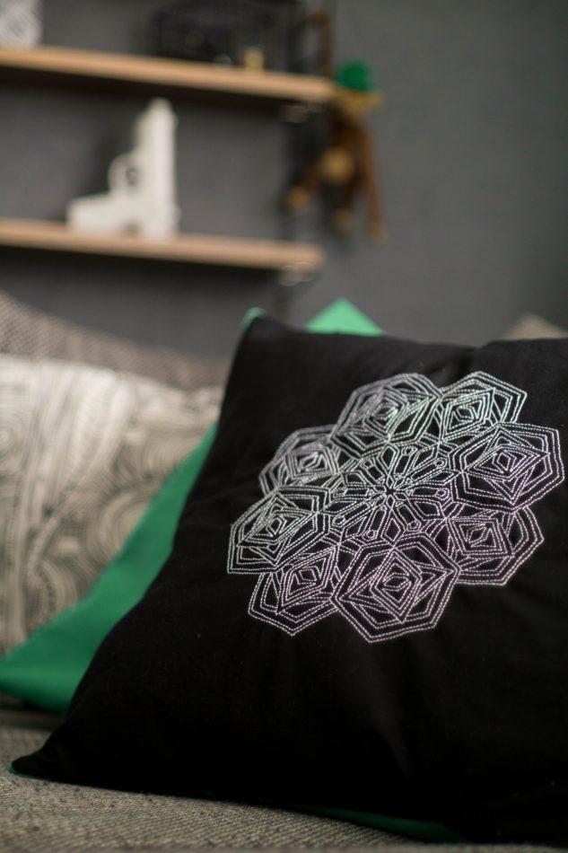 gesticktes mandala diy kissenbezug mit hotelverschluss der schl ssel zum gl ck. Black Bedroom Furniture Sets. Home Design Ideas