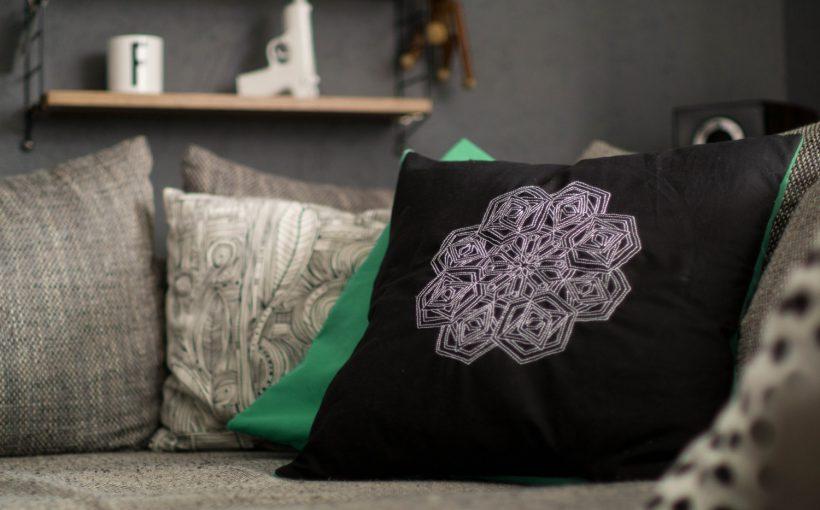 Kissen DIY Nähen Sticken Hotelverschloss schwarz weiß grün Samt-17