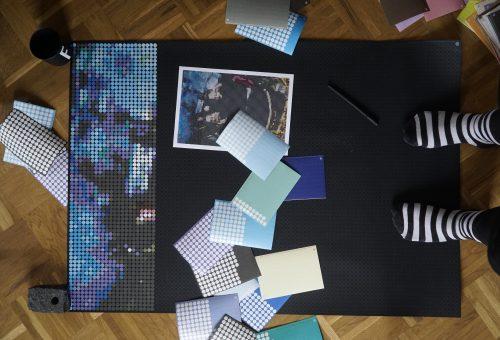 Dot on, Kleben macht Spaß, Klebepunkte, Bild, Pixelart, bunte Punkte